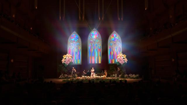 「花でステージを盛り上げる」 シンガーのWakanaさんのコンサートを支援