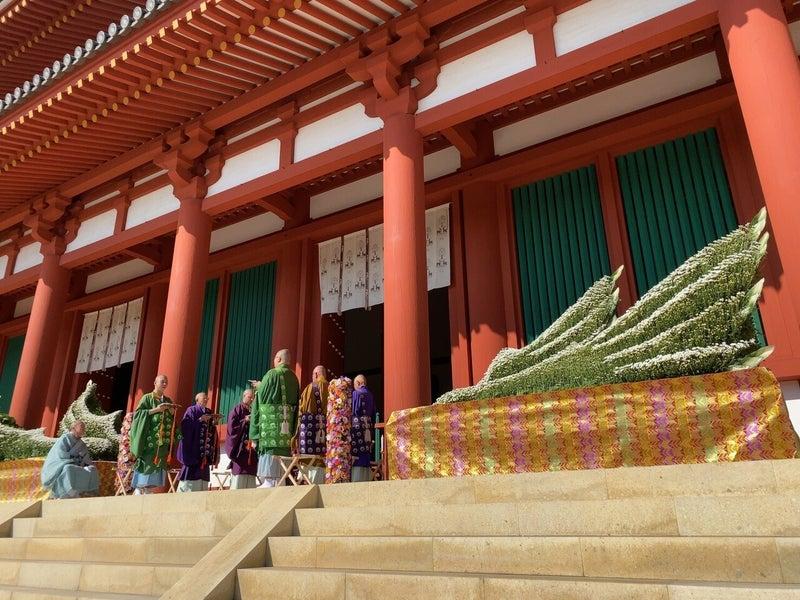 日本一の菊産地・奈良県、2万本の花で彩る世界遺産興福寺での「フラワーロス」イベント奉納献花